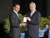 El presidente Valcárcel entrega la Medalla de Oro al torero de Cehegín Pepín Liria.