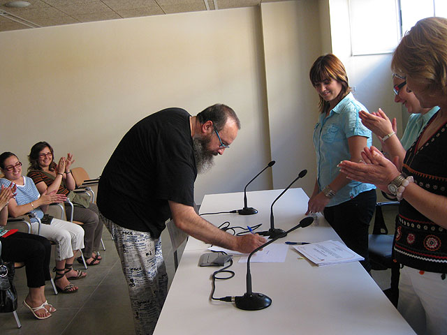 Se realiza la entrega de los diplomas de varios cursos para mujeres, Foto 2