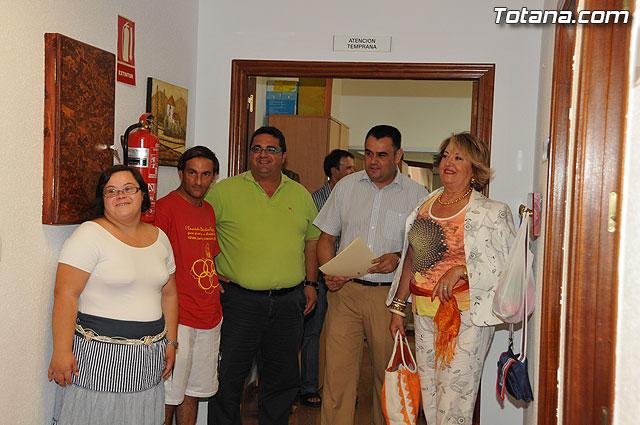 La directora general de Personas con Discapacidad del IMAS visita las dependencias municipales destinadas a colectivos de discapacitados, Foto 1