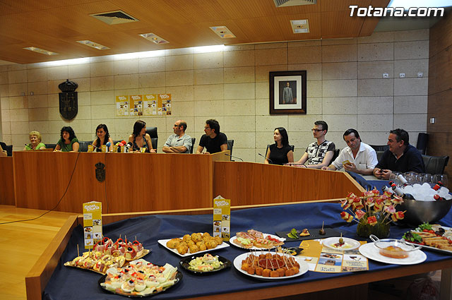 """""""De Tapas por Totana"""" se presenta como el aperitivo gastronómico de las Fiestas de Santiago 2009, Foto 1"""