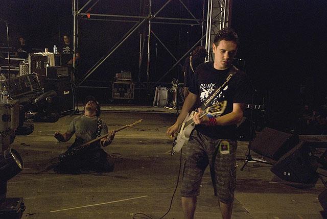 Discordia actuó en el campo de fútbol de San Juan de Alicante, Foto 1