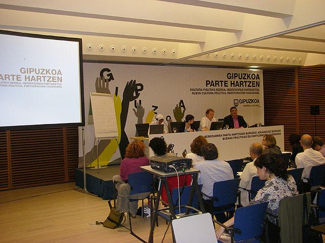 Carrión da a conocer las experiencias de Participación Ciudadana desarrolladas en Totana en Guipúzcoa, Foto 1