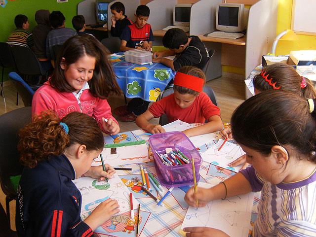 Más de 350 niños y jóvenes de Totana participan en el proyecto de dinamización social de barrios, Foto 1