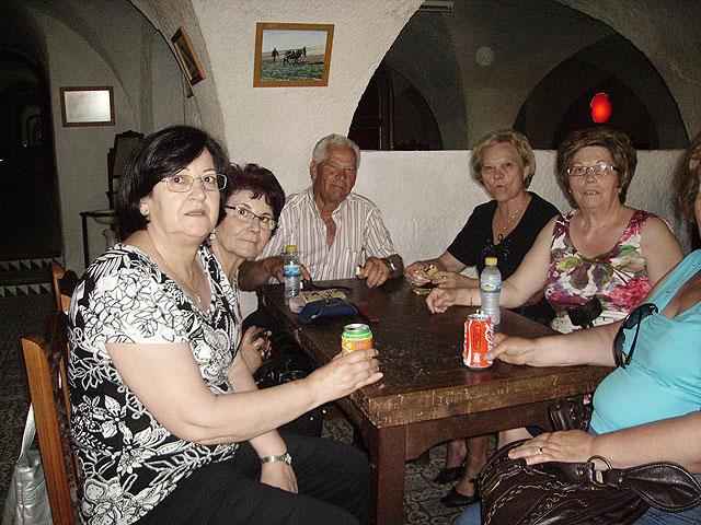 Más de un centenar de socios del Centro Municipal de Personas Mayores realizan una excursión a Alcalá del Jucar, Foto 1