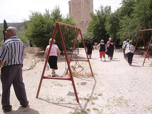 Más de un centenar de socios del Centro Municipal de Personas Mayores realizan una excursión a Alcalá del Jucar, Foto 2