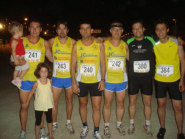 Pedro Ruiz y Rosa María Hernández, del Club Atletismo Totana, subieron al podium en la XVI carrera nocturna de Mazarrón, Foto 1