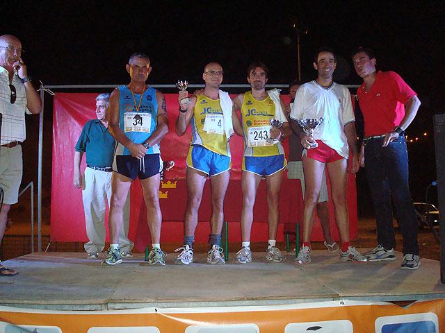 Pedro Ruiz y Rosa María Hernández, del Club Atletismo Totana, subieron al podium en la XVI carrera nocturna de Mazarrón, Foto 2