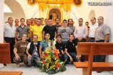 La plantilla de la U.D. Paretón realiza la tradicional ofrenda floral a Nuestra Señora del Rosario