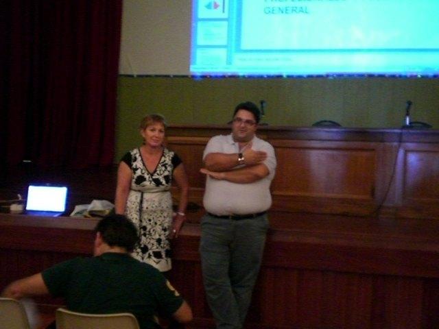 Trabajadores sociales informan a un total de 70 profesionales y vecinos sobre la Ley de Autonomía Personal, Foto 1