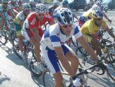 Jose Luis Ríos, del Club Ciclista Santa, disputa el sprint y sube al podium en la carrera de las fiestas de Puente Tocinos 2009