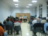 Autoridades municipales se reúnen con los vecinos del barrio Tirol-Camilleri