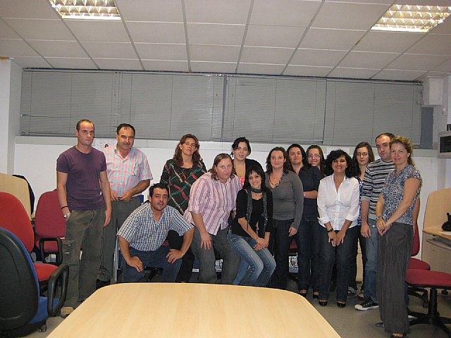 La concejal de Empleo y Formación inaugura el curso de adaptación al nuevo plan general contable y el curso de ofimática básica en la PYME, Foto 1