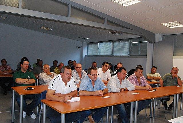 Autoridades municipales asisten a la Asamblea General de la Asociación de Transportistas del Bajo Guadalentín, Foto 1