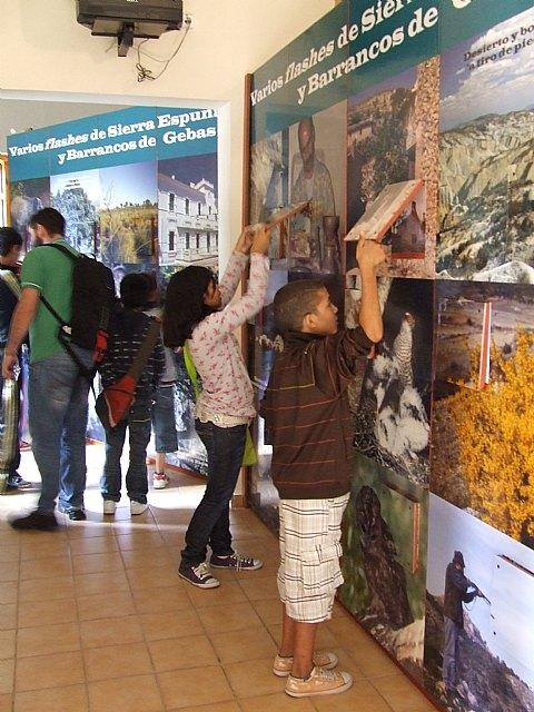 Los participantes del proyecto Integración socioeducativa de menores y jóvenes en situación o riesgo de exclusión social realizan una excursión a Sierra Espuña, Foto 3