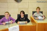 Alumnos de varios centros educativos de Totana alzan su voz y proclaman sus derechos en el sal�n de plenos del ayuntamiento - 3