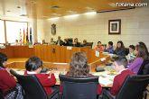 Alumnos de varios centros educativos de Totana alzan su voz y proclaman sus derechos en el sal�n de plenos del ayuntamiento - 40
