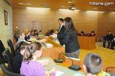 Alumnos de varios centros educativos de Totana alzan su voz y proclaman sus derechos en el sal�n de plenos del ayuntamiento - 49