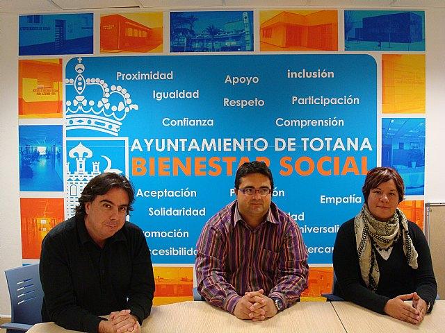 Los representantes de INCODECO y Acción sin Fronteras visitan la localidad, Foto 1