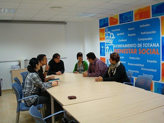 Los representantes de INCODECO y Acción sin Fronteras visitan la localidad, Foto 2