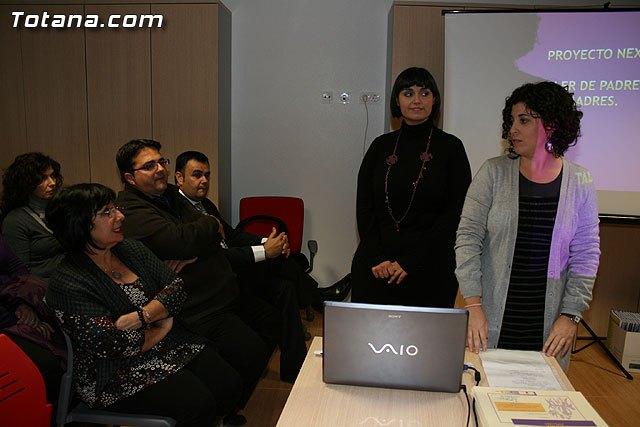 Un total de 80 padres y madres han participado en el taller Una nueva experiencia de aprendizaje, Foto 1