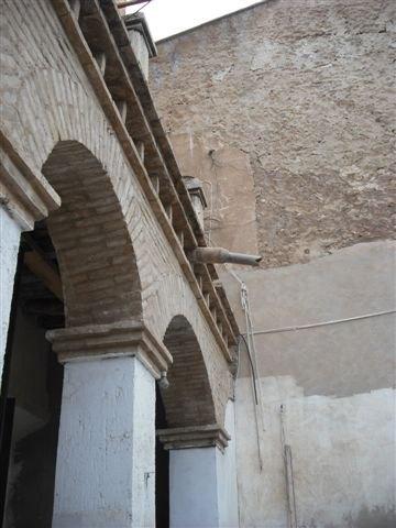 El concejal de Vivienda visita las obras de rehabilitación de las fachadas, cubiertas y medianeras de la calle Mayor Triana, Foto 3