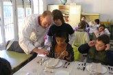 """Ponen en marcha una serie de talleres """"Compartiendo la cocina"""" para niños y niñas"""
