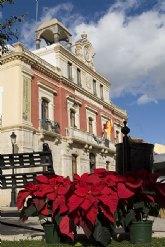 El Ayuntamiento engalana el municipio para acoger La Navidad