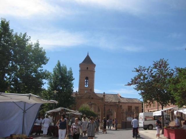 This Sunday Artisan Market Santa was held one week ahead of the Rally Subida La Santa, with the assistance of a large audience
