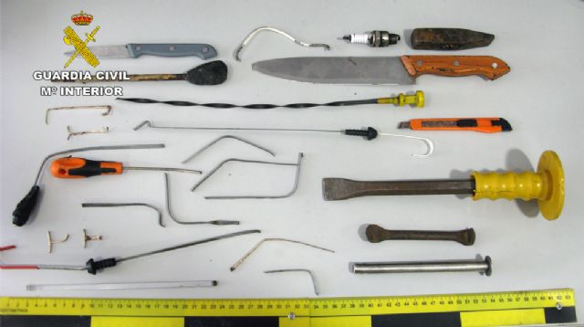 La Guardia Civil detiene en Mazarrón a un experimentado delincuente dedicado a cometer robos en comercios - 3, Foto 3