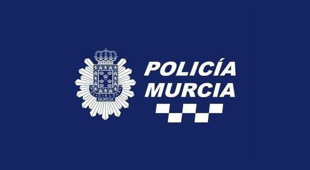Cinco patrullas de Policía Local disuelven una fiesta en la vía pública con más de 200 personas en el barrio del Espíritu Santo - 1, Foto 1