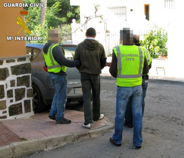 La Guardia Civil desarticula un grupo organizado dedicado a cometer atracos en establecimientos públicos de la Región, Foto 2
