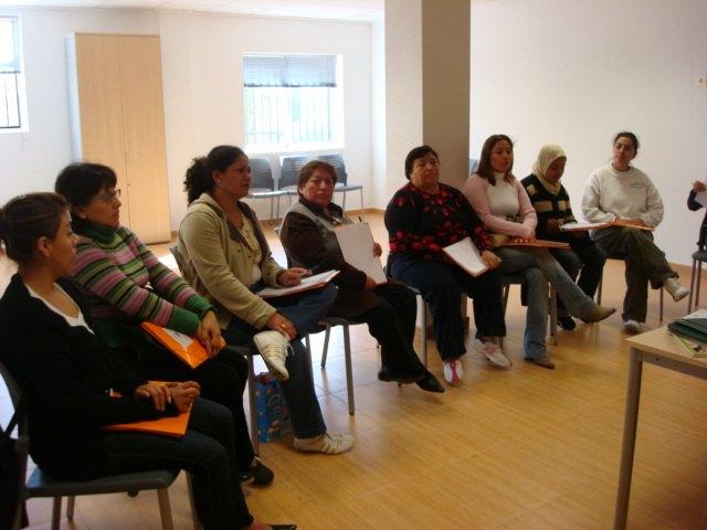 """Bienestar Social pone en marcha el curso """"el cuidado de mayores y personas dependientes en el ámbito doméstico"""", Foto 1"""