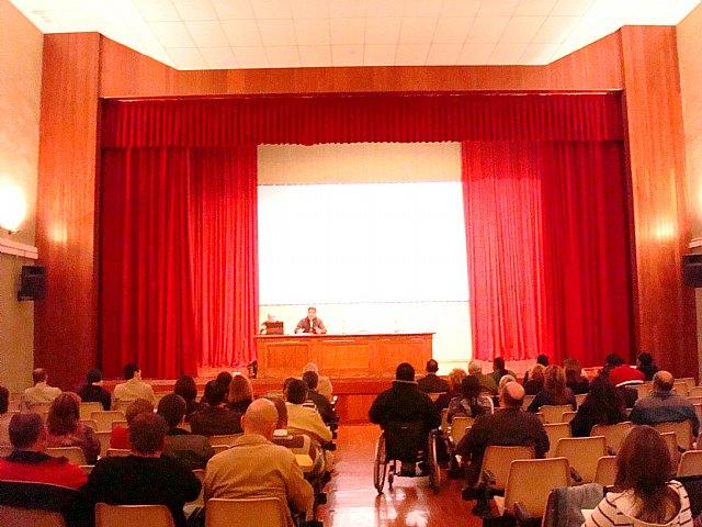 El concejal de Participación Ciudadana presenta la página web de este departamento municipal en el Consejo Municipal de Participación Ciudadana, Foto 1