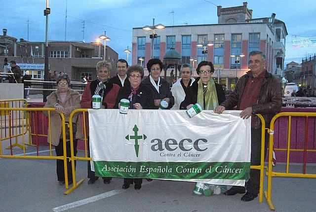 Más de 1.200 euros se recaudan en el tradicional Roscón de Reyes Gigante, Foto 1