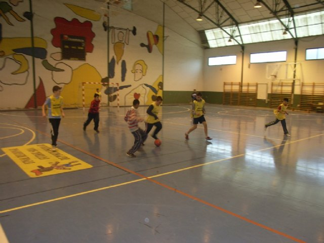 La concejalía de Deportes organizó la fase local de los deportes de equipo de Deporte Escolar, Foto 1