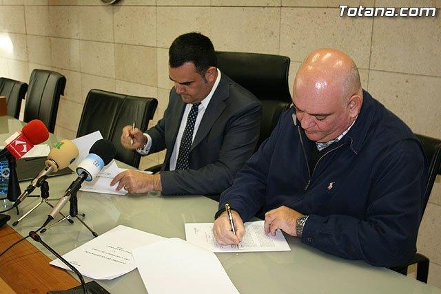 El ayuntamiento firma un convenio de colaboración con Cruz Roja para la atención integral de la violencia familiar por importe de 3.000 euros, Foto 1