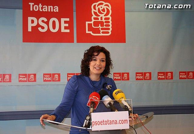 PSOE: Alrededor de doscientos alumnos de quinto de primaria de Totana se quedarán sin ordenador portátil, Foto 1