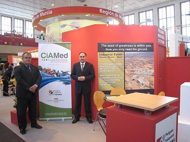 La delegación totanera están dando a conocer a los empresarios y a las asociaciones empresariales el proyecto de la Ciudad Alimentaria del Mediterráneo, Foto 1