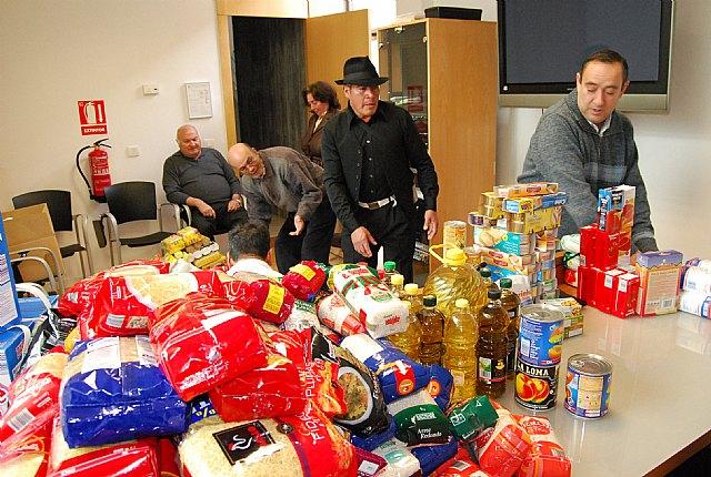 Cáritas ha recibido cerca de 200 kilos de comida y 70 litros de leche, aceite y productos de higiene, Foto 2