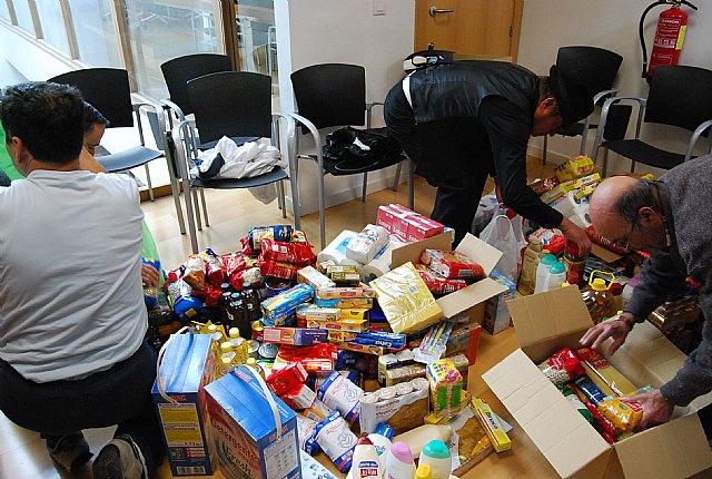 Cáritas ha recibido cerca de 200 kilos de comida y 70 litros de leche, aceite y productos de higiene, Foto 3