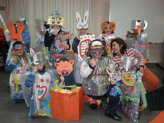 Disfraz para niños en material reciclable - Imagui