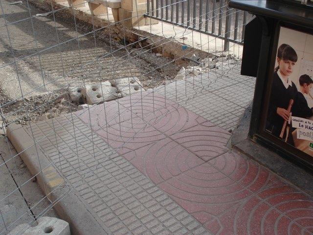 IU critica la demolición de las aceras en la Avenida de la Rambla y las califica de absurdas, fruto de un Gobierno con mentalidad de nuevo rico, Foto 3