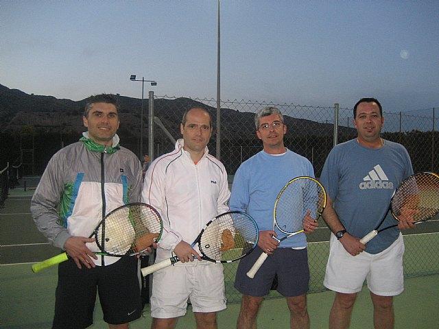 El Club de Tenis Totana celebra las 12 horas de tenis en un gran ambiente festivo, Foto 1