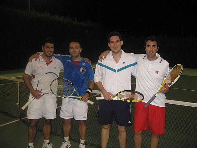 El Club de Tenis Totana celebra las 12 horas de tenis en un gran ambiente festivo, Foto 3