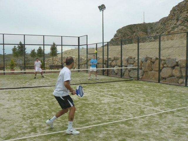La concejalía de Deportes finaliza con éxito el curso teórico-práctico de iniciación al pádel, Foto 5