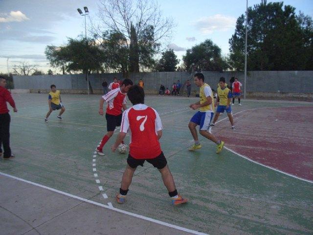 La cuarta jornada de la fase intermunicipal de deporte escolar  enfrentó  a los centros de enseñanza de Totana y Águilas, Foto 1
