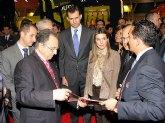 Sus Altezas Reales los Pr�ncipes de Asturias visitaron este lunes el stand de ElPozo Alimentaci�n en la Feria Alimentaria de Barcelona