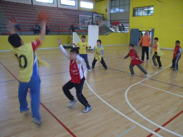 La concejalía de Deportes organiza una jornada de baloncesto benjamín de Deporte Escolar, Foto 1