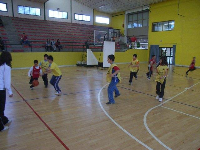 La concejalía de Deportes organiza una jornada de baloncesto benjamín de Deporte Escolar, Foto 2