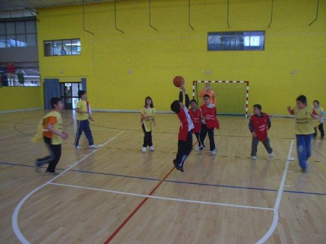 La concejalía de Deportes organiza una jornada de baloncesto benjamín de Deporte Escolar, Foto 3